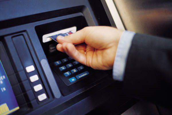 Tại sao không nên rút tiền mặt thẻ tín dụng tại ATM 1