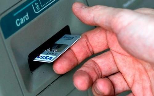 the visa vietcombank co rut tien duoc khong